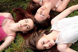 girls-1487825_1920.jpg