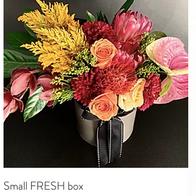 Smal designer FRESH floral box R650