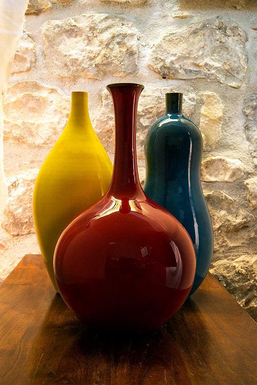 Vaso bottiglia rosso brillante h 35 cm, bottiglia blu speciale h 30 cm e bottiglia giallo cadmio h 30 cm