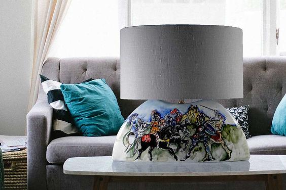 lampada di design moderno elegante, raffinato, di rara bellezza, con un decoro che [ un opera pittorica di raffinata fattura