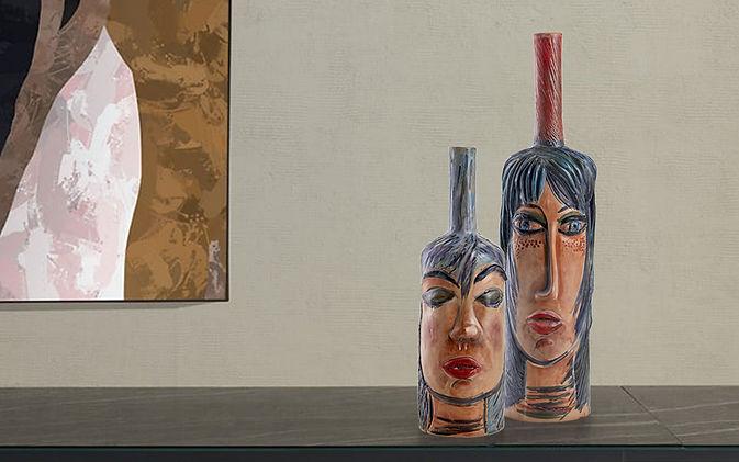 Coppia di vasi bottiglia scultura con volto di donna dai colori blu, indaco con finitura opaca