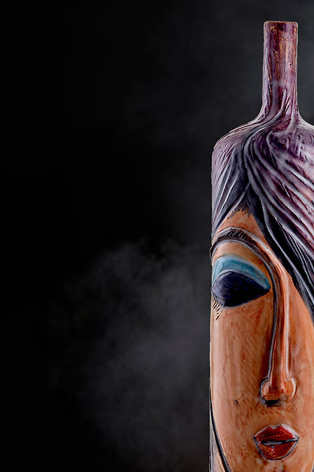 Vaso bottiglia alta 50 cm con i colori viola ed ocra e finitura opaca