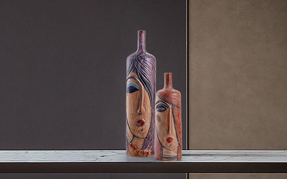 Coppia vasi bottiglia scultura di 30 cm con colori opachi raffigurante volto di donna stilizzato