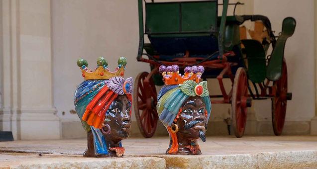 Testa di ceramica siciliana dal design innovativo, belle e affascinanti, preziose sculture di arredo design