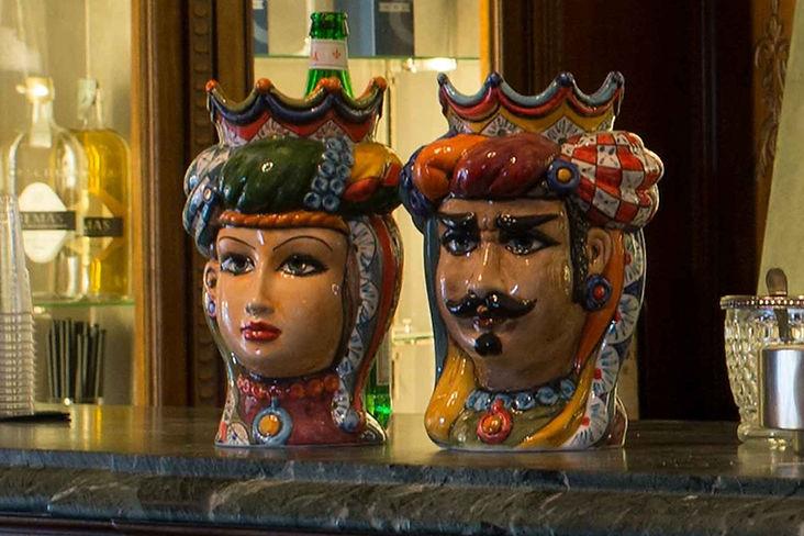 testa ceramica carretto siciliano, decori geometrici e iper colorati con accostamenti cromatici superlativi, alte 20 cm, 25 cm fino a 50 cm di pura bellezza maiolicata