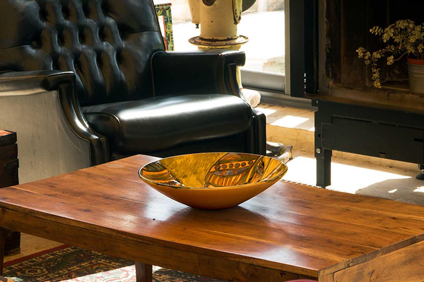 Centro tavola con pupo, molto colorato di raffinata eleganza  per abbellire la tavola, il soggiorno e la sala da pranzo