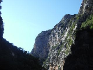 Vue du fond du grand canyon du Verdon