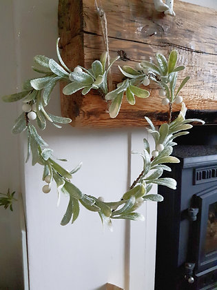 Mistletoe Glittler Heart Wreath