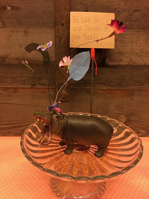 Kleines Kunstwerk Nilpferd auf Glasteller