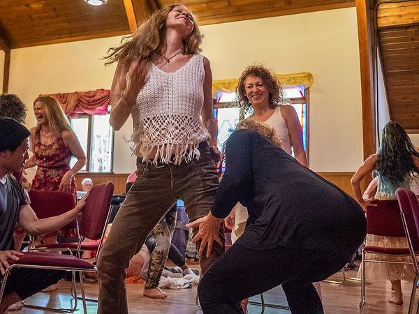 Chenoa and Jaitara dancing 2.jpg