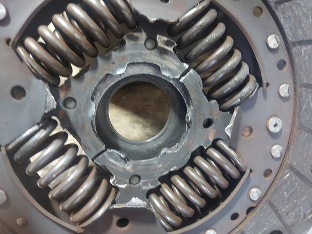 broken clutch centre plate