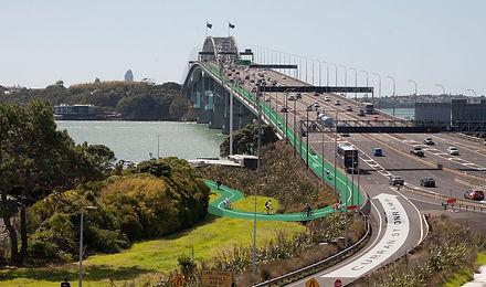 Lane over Harbour Bridge.jpg