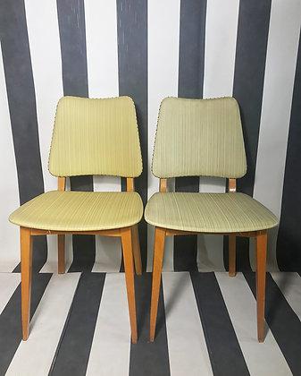 Stuhl mit gelber Sitzfläche