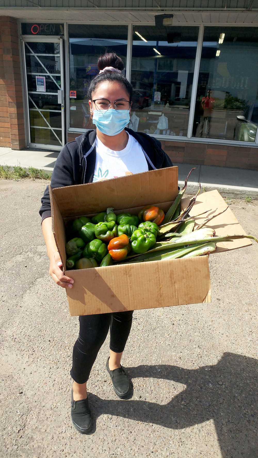 Paraiso South staff Genesis brings Rescue Food donations.