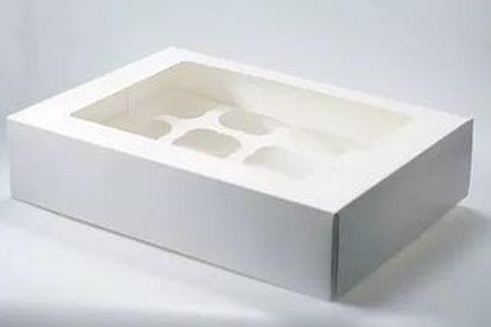 Коробка из белого картона с окном на 12 капкейков