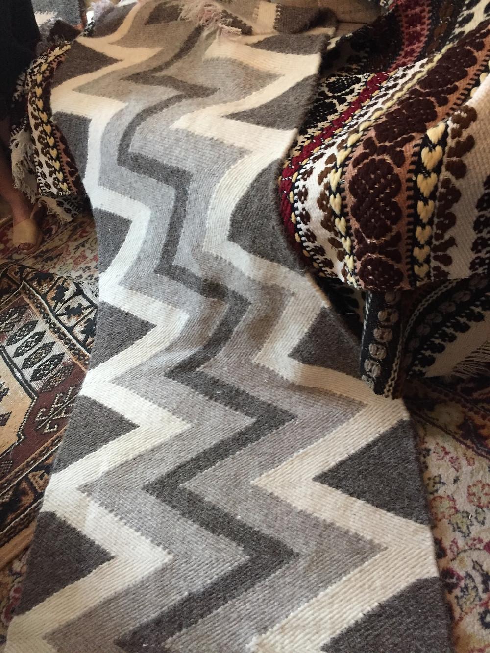 שטיח באריגה בנול עבודת יד מצמר שטיחים