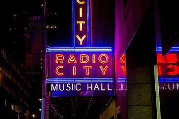 radio-city-music-hall-1030854_1920.jpg