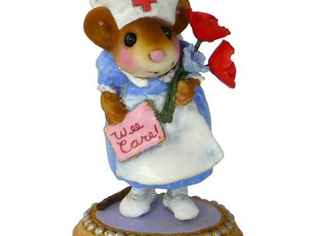 When nurses and mice are always female: Challenges of gender and translation
