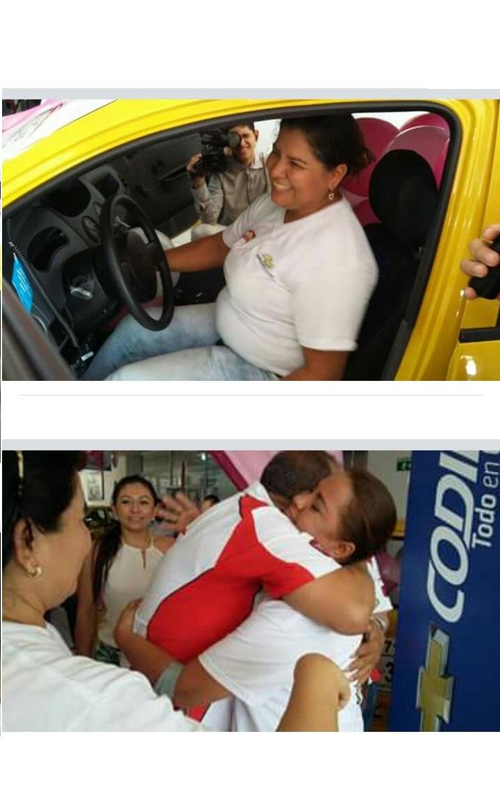 Feliz Ganadora Del Sorteo del Taxi