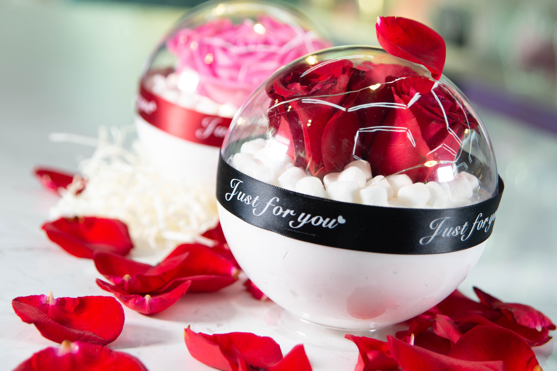雪地玫瑰水晶球