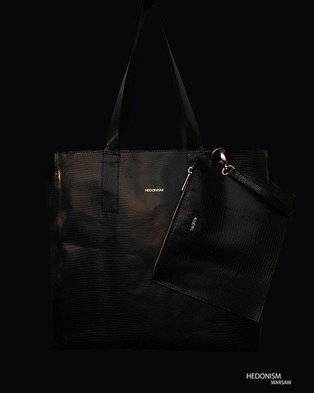Classic black shopper bag as a birthday gift.