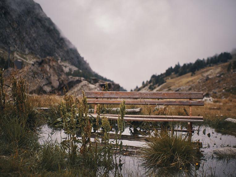 deux pas vers l'autre, 2PVA, thru-hike europe, ultralight hiking trip, europe, switzerland, alps, upper valais, bench