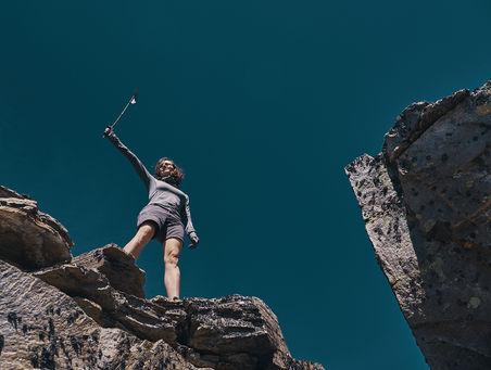 deux pas vers l'autre, 2PVA, thru-hike europe, ultralight hiking trip, europe, switzerland, alps, upper valais, marie, flag