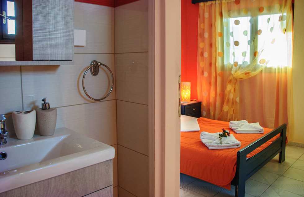 bathroom of small double room