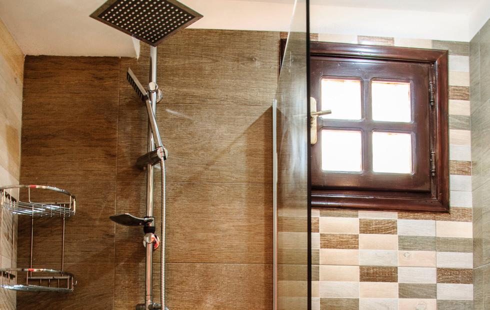 bathroom of triple/quadruple room