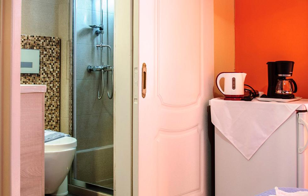 bathroom of room 11