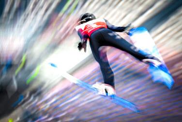 Skispringer während der Flugphase
