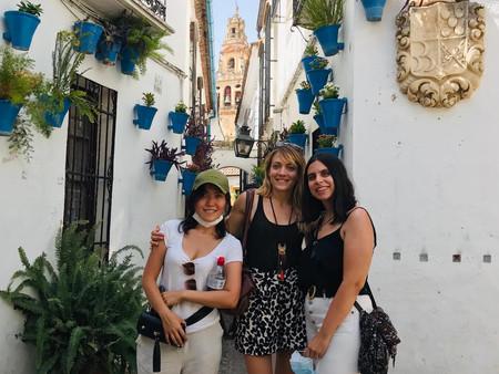 Con dos alumnas en Córdoba