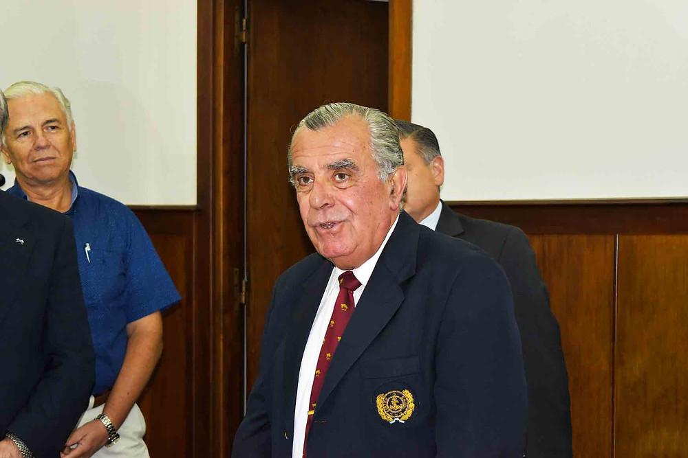 El secretario saliente CLIM (RE) VGM Oscar Alfredo MONNEREAU pronunciando su alocución de despedida