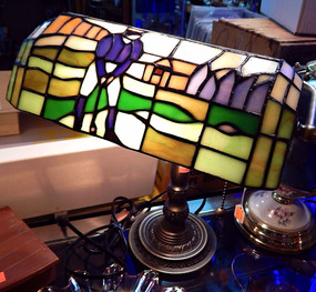 Tiffany Style Golf Motif Bankers Lamp
