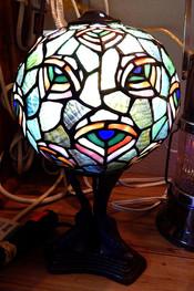 Tiffany Style Globe Peacock Lamp
