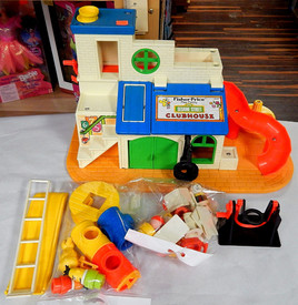 Fisher Price Clubhouse w. 11 Pieces