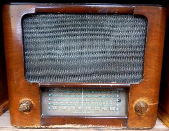 Retro Multiband Rogers Majestic Radio