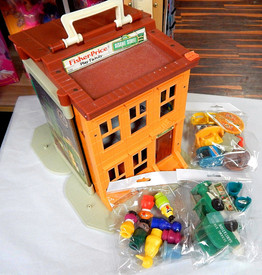 Fisher Price Sesame Street Playset w. 22 Pieces