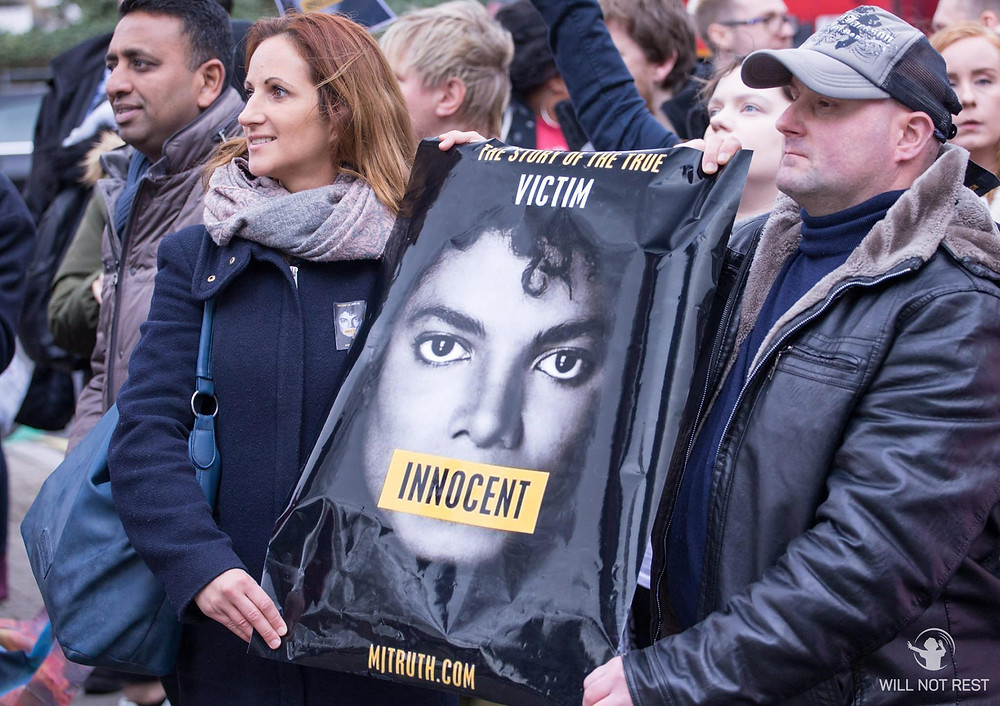 Michael Jackson fans protesting his innocence