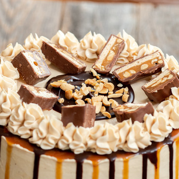 My favorite candy inspired cake: Snickers Cake