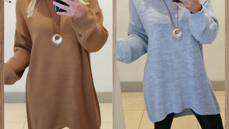 Oversized tunic with necklace