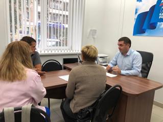 Депутат городского совета депутата Михаил Петренко провёл приём граждан в Общественной приёмной парт