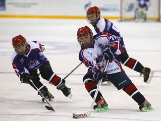 Турнир по хоккею с шайбой среди молодежных команд.