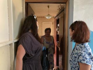 Представители Энгельсского местного отделения Партии «ЕДИНАЯ РОССИЯ» продолжают помогать пожилым гра
