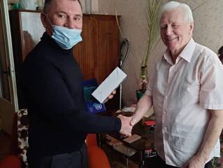 Депутат Александр Трухманов поздравил ветерана с наступающим Днём защитника Отечества.