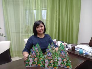 Лариса Ким передала сладкие подарки детям