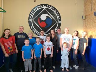 В Энгельсе дети и взрослые попробовали свои силы в сдаче спортивных нормативов ГТО