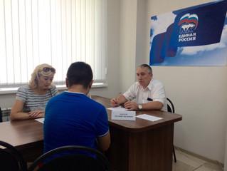 В рамках декады приемов граждан Евгений Бакаев провел прием в Общественной приемной
