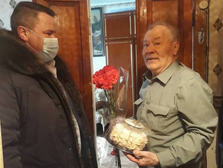 В преддверии празднования Дня Защитника Отечества депутат Дмитрий Мазуркин поздравил ветерана ВОВ