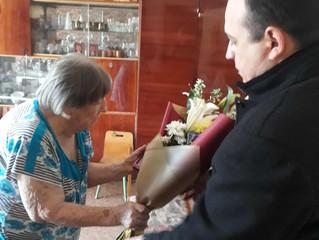 Депутат Энгельсского городского Совета депутатов поздравил труженницу тыла